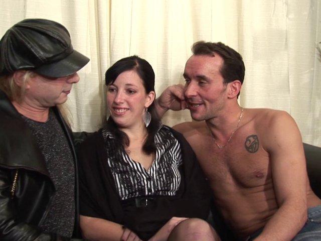 Premier fisting anal et sodomie pour Daniella le trav