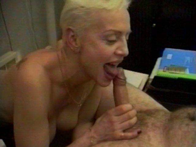 Gorge profonde avec une mature dans un porno français