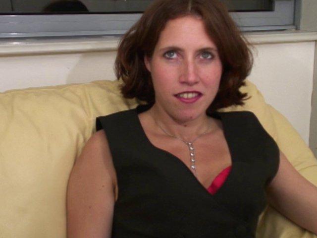 A 32 ans, c'est la première fois qu'elle baise devant une caméra