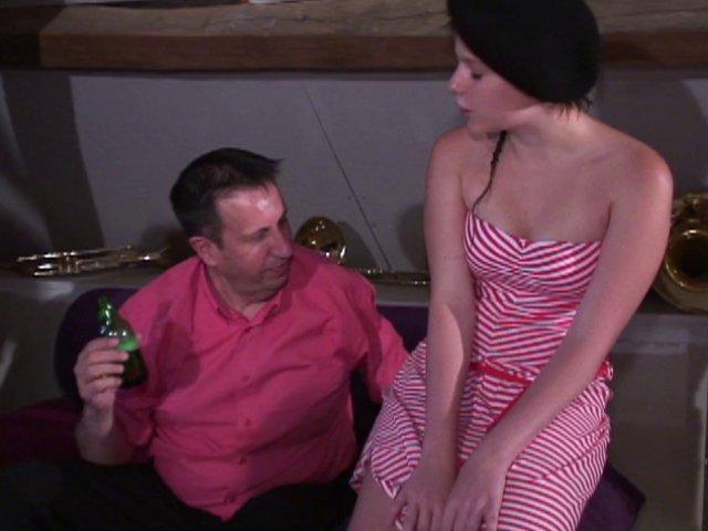 Jeune nymphomane règle ses dettes de jeu avec son petit cul