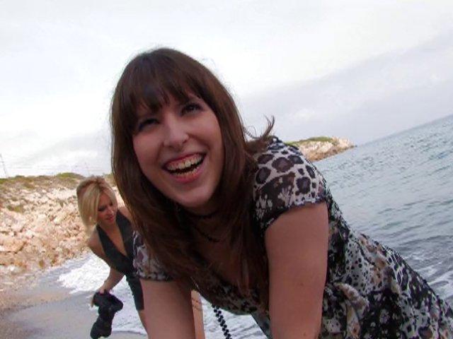 Une touriste française se fait baiser sur une plage d'Espagne