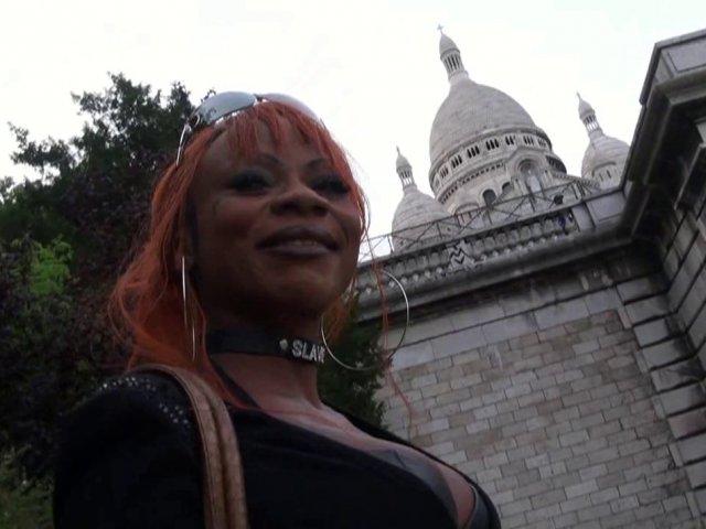 Il se fait un film X français avec une black à Montmartre