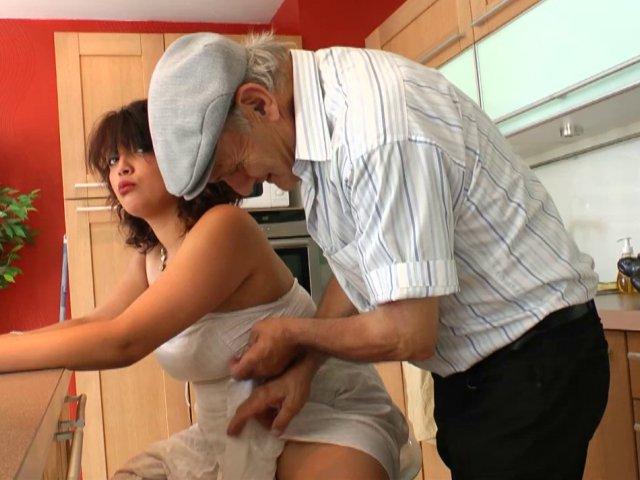 Vidéo porno française avec une beurette au gros seins