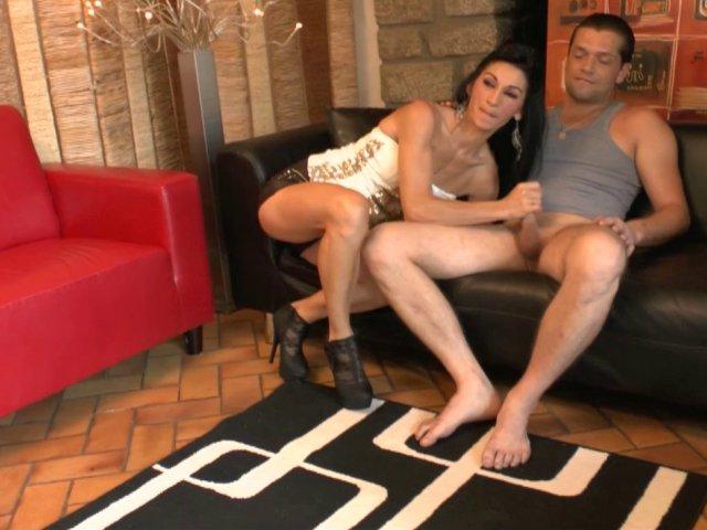 Porno amatrice française se fait éclater le cul à fond