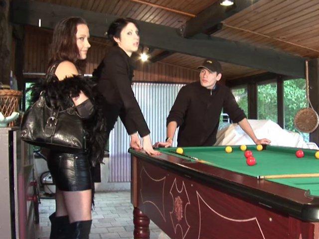 Vidéo porno avec deux salopes qui en prennent un max