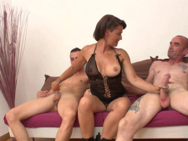 Vidéo porno française avec une salope et deux gars