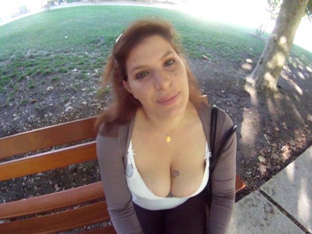 Tatouée et des gros seins, cette femme est vraiment l'amante qu'il faut