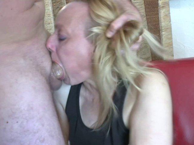 Une vidéo porno française avec une blonde qui en veut