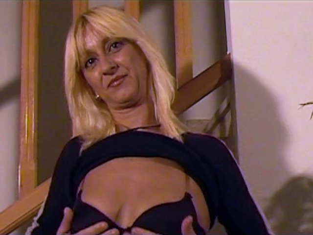 Du french porn avec une blonde espagnole vraiment chaude