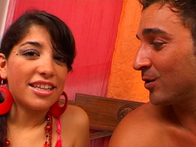 Carla et laura, deux bisexuelles sont fortement occupées à jouir