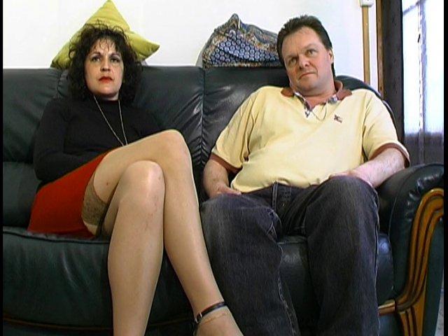 Ce couple mature français nous accueille chez eux, de vrais libertins