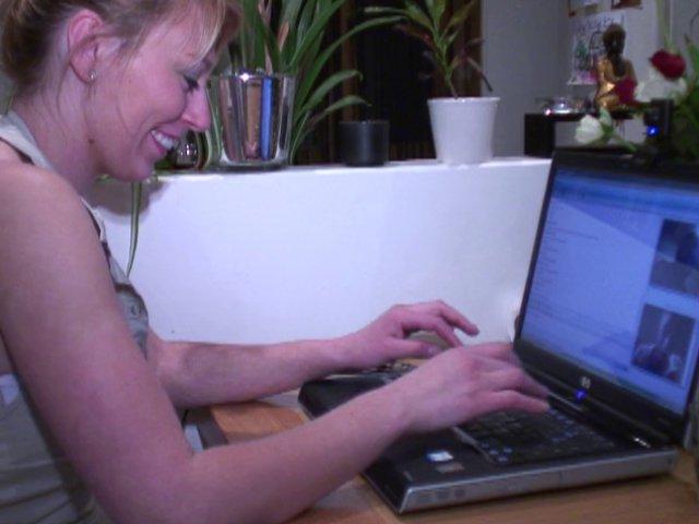 Jeune agricultrice s'exhibe sur le net