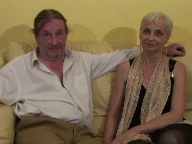 Bourgeoise de 52 ans baise avec son mari et un de nos techniciens