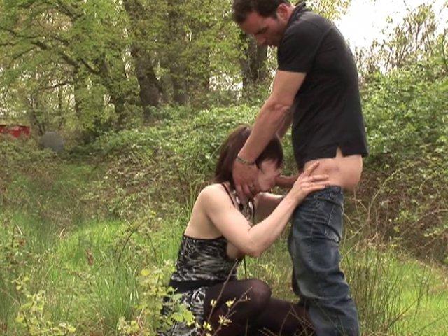 Couple amateur baise dans les bois.. pas seul