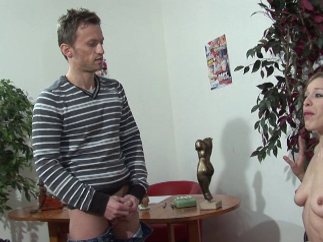 Amatrice porno française prête à tout pour avoir son plaisir