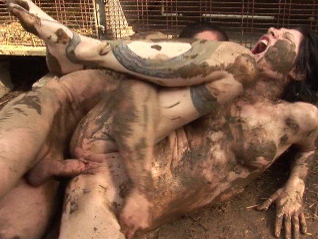 Sexe brutal pour cette agricultrice et son amant