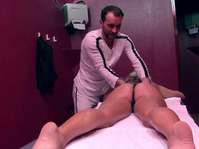 Mon talent ne s'arrête pas au massage, je fourre toutes les chattes